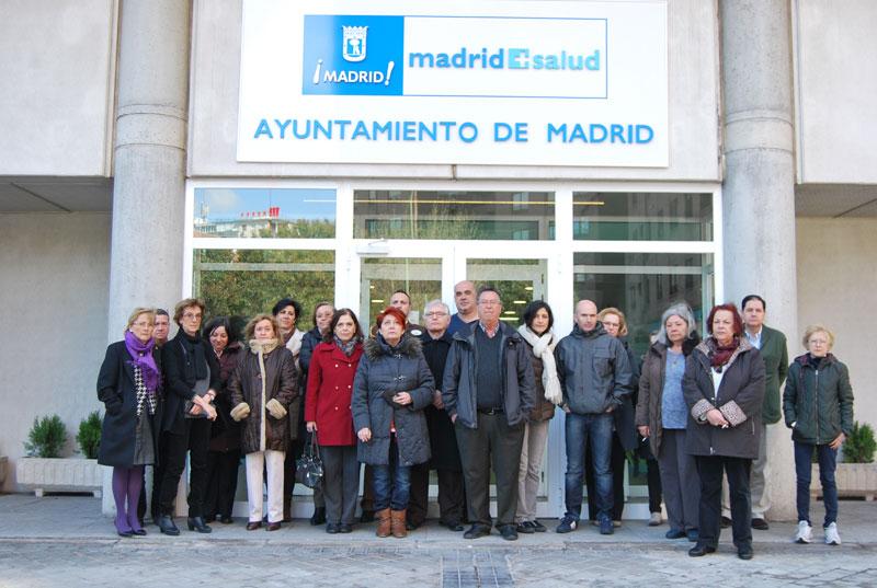 Trabajadores frente a la sede de Madrid Salud