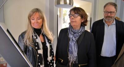 Barbero y Sabanés atienden las explicaciones de Ana Pérez, jefe del Servicio de Coordinación de Salud Pública