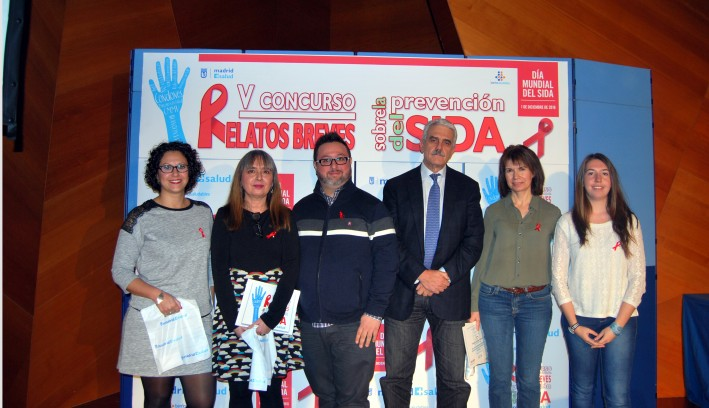 Antonio Prieto con los ganadores y finalistas del Concurso de Relatos