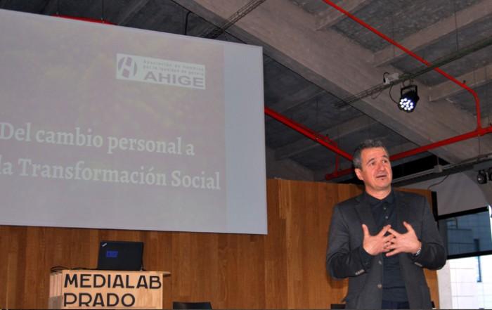 Javier Segura presentando