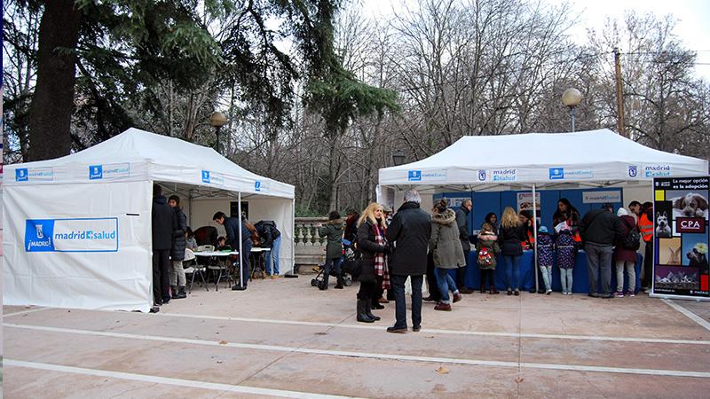 Vista general de carpas de Madrid Salud del concurso de dibujo